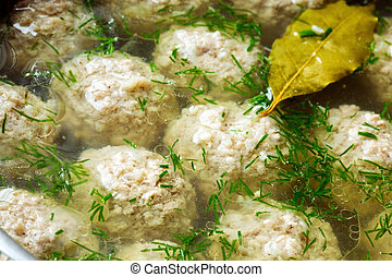 Sorrel soup with meatballs .