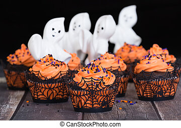 Festive Halloween cupcakes with ghosts
