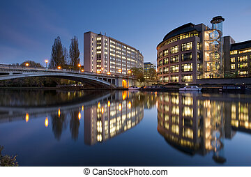 Dusk over the River Thames at Reading Bridge, Reading,...