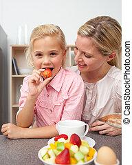filha, dela, fruta, atraente, mãe, comer