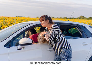 deux, Femmes, combat, dans, a, voiture,