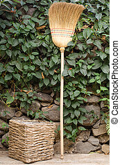 Dustbin and broom straw - Old dustbin and broom straw, ready...