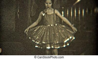 1936: Dancer practicing her craft - Original vintage 8mm...