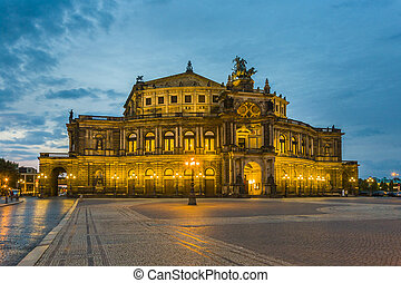Dresden at night. Semper opera. - Dresden at night. Semper...
