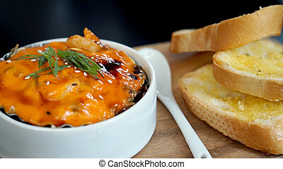 spicy scallop with mayo cream together with garlic bread