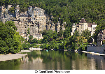 River Dordogne in La Roque-Gageac, Aquitaine, France