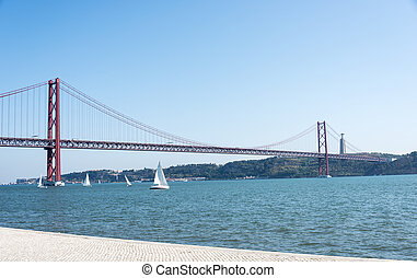 Ponte 25 de Abril bridge lisbon