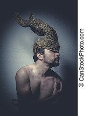 pelado, homem, com, capacete, guerreira, trombetas, e, dor,...
