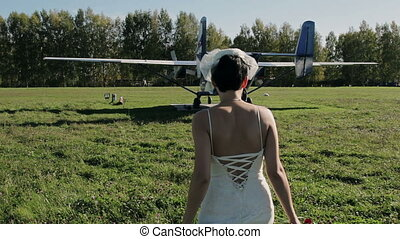 Bride goes to the old aircraft