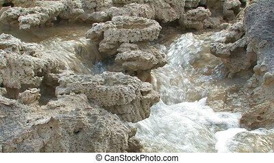 Stream in limestone - Stream on a calcareous slope