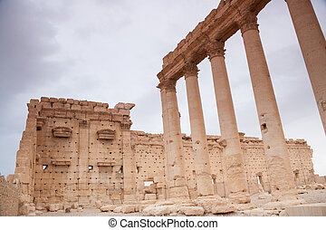 Ruins of the ancient city of Palmyra, Syrian Desert -...
