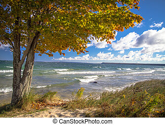 Lake Superior Autumn - Autumn arrives to the wild and...