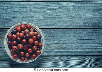 Red gooseberries in a bowl - Red fresh gooseberries in a...