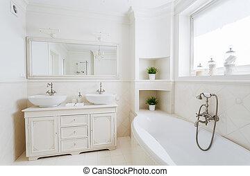 Spacious bathroom with big bathtub - Photo of spacious...