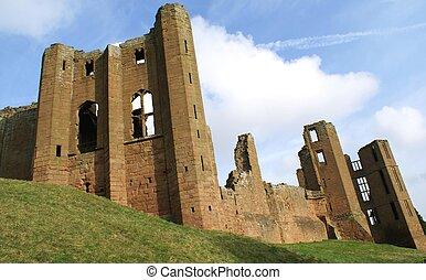 Ruined Elizabethan castle in UK - Kenilworth Castle in...