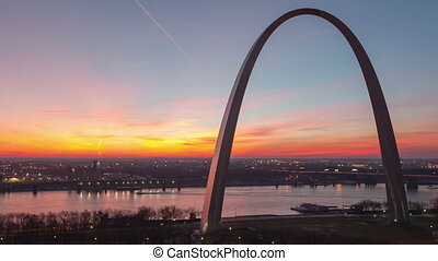 Time lapse St Louis Gateway Arch - Time lapse close up...