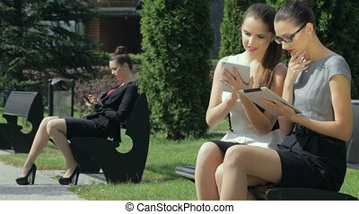 Girls receiving calls came to his business mates - Joint...