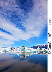 Cirrus clouds and spectacular icebergs - Jökulsárlón...