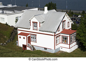 Big wooden lakefront house - beautiful white and red wooden...