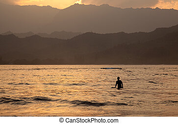 Hanalei Bay at sunset - Sun setting behind Na Pali mountains...