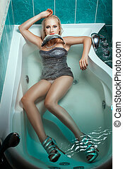 banho, peixe, água, segurando, menina, boca
