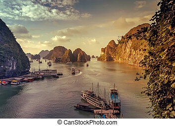 junk Ha Long Bay Vietnam. - junk Ha Long Bay Ships Vietnam...