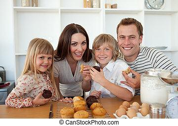 CÙte, crianças, comer, Muffins, seu, pais