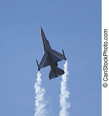 f16 falcon - falcon climbing during display