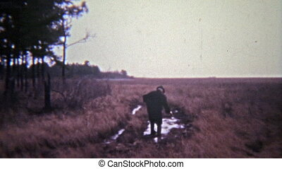 1972: Old man walking through mud - Original vintage 8mm...