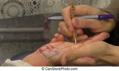 Sujok therapy close up - Su jok therapist uses diagnosis pen...