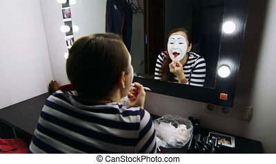 Young girl mime make-up put yourself in the mirror
