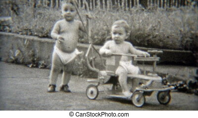 1949: Fraternal twin baby brothers - Vintage 8mm film home...