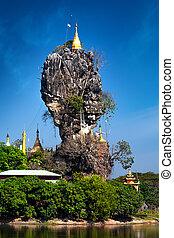 Buddhist Kyauk Kalap Pagoda. Hpa-An, Myanmar (Burma)