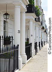 White edwardian houses in London - White edwardian houses in...