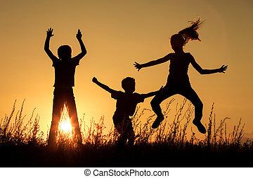 feliz, parque, niños, juego