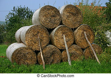 Hay stack - Hay bales with sticks
