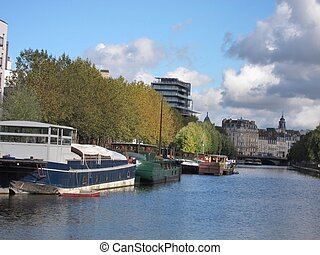 Barge on the Vilaine - Rennes, barge on the Vilaine