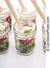 Jarros, salada, pedreiro