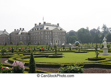 Royal palace Het Loo with renaissance garden - Beautiful...