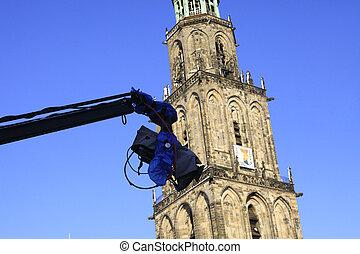 Cameracontrole - Camera zwenkt voor de Martinitoren. Opname...