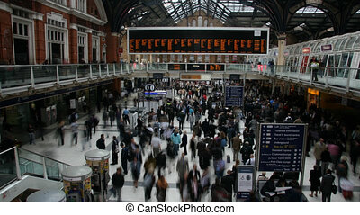 People at the train station - Time lapse in London