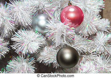 colored balls on the Christmas tree artificialt - mage...