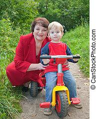 vó, Menino, triciclo