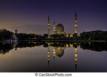 Shah Alam Mosque reflection