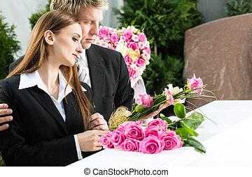 funeral, luto, caixão, pessoas