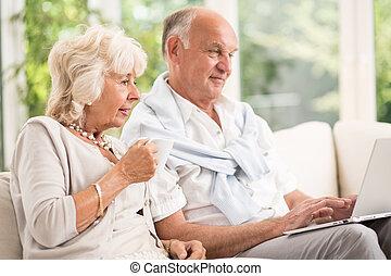 usando, par, casado,  laptop, Idoso