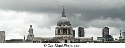 London skyline at St Paul\'s cathedral