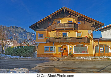 Charming yellow house in Garmisch-Partenkirchen - Charming...
