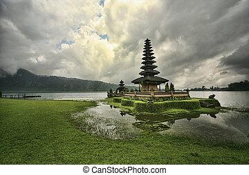 Pura Ulun Danu Beratan - Pura Ulun Danu Temple, Lake Bratan,...