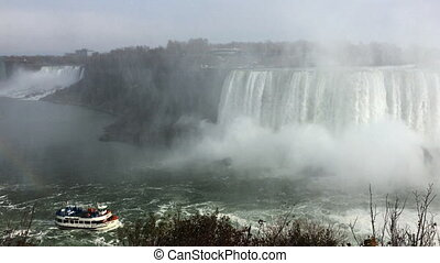 Horseshoe Falls and tourist boat - The Horseshoe Falls and...
